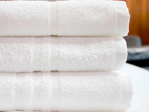 asciugamani-bianchi-hotel